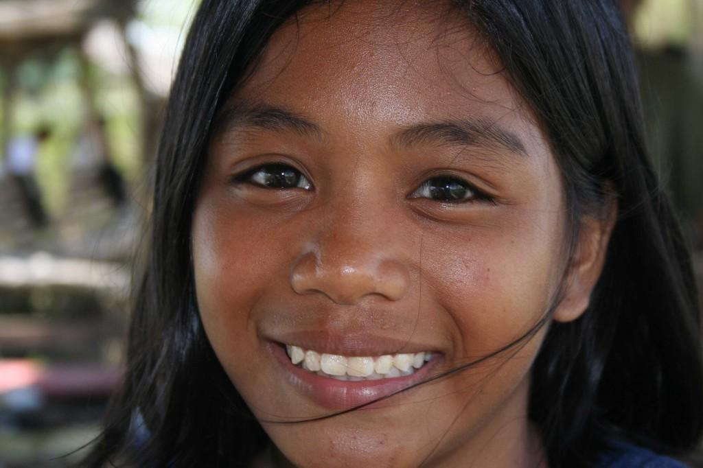 beautiful_young_girl_smiling_0012